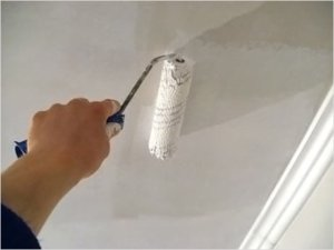 Покраска оштукатуренного потолка