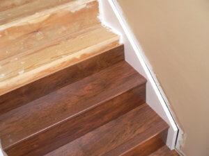 обшивка ламинатом деревянной лестницы