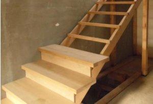 Планировка лестницы на второй этаж в частном доме, типы лестниц, элементы конструкции